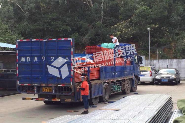 佛山重型货架正式装车出货
