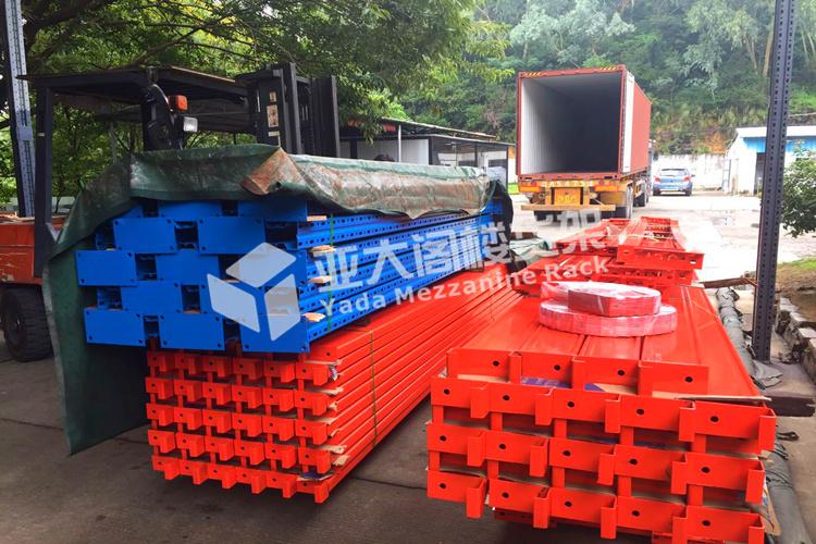 广州货架厂国外定制的仓储中型货架顺利装柜